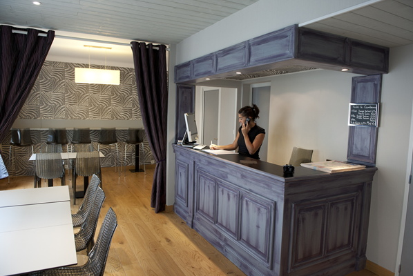 hotel le cambronne nantes face au hangar bananes. Black Bedroom Furniture Sets. Home Design Ideas
